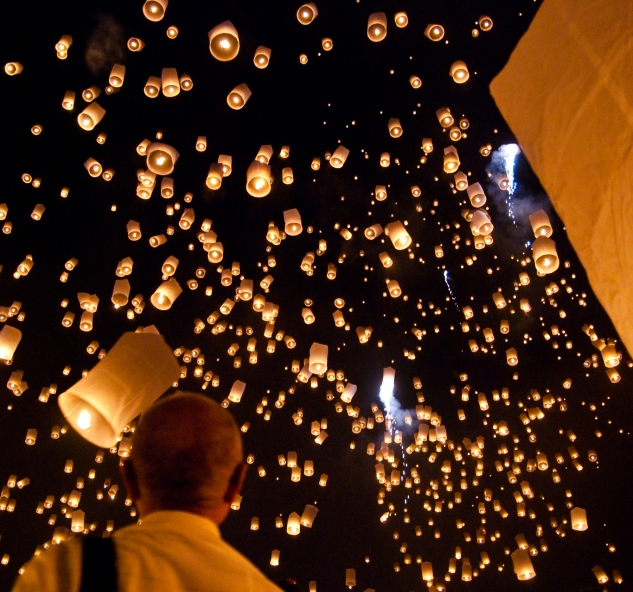 """Yi peng sky lantern festival San Sai Thailand"" by Takeaway - Own work. Licensed under CC BY-SA 3.0 via Commons."