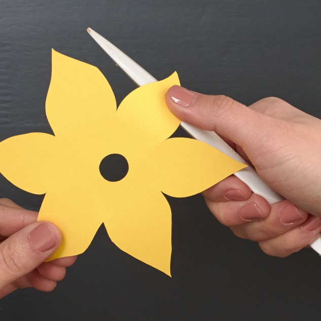 Love flowers? Then you'll love these paper daffodils. Step-by-step instructions are on the blog! #ctmh #closetomyheart #papercrafting #paperflowers #homedecor #springtime #create