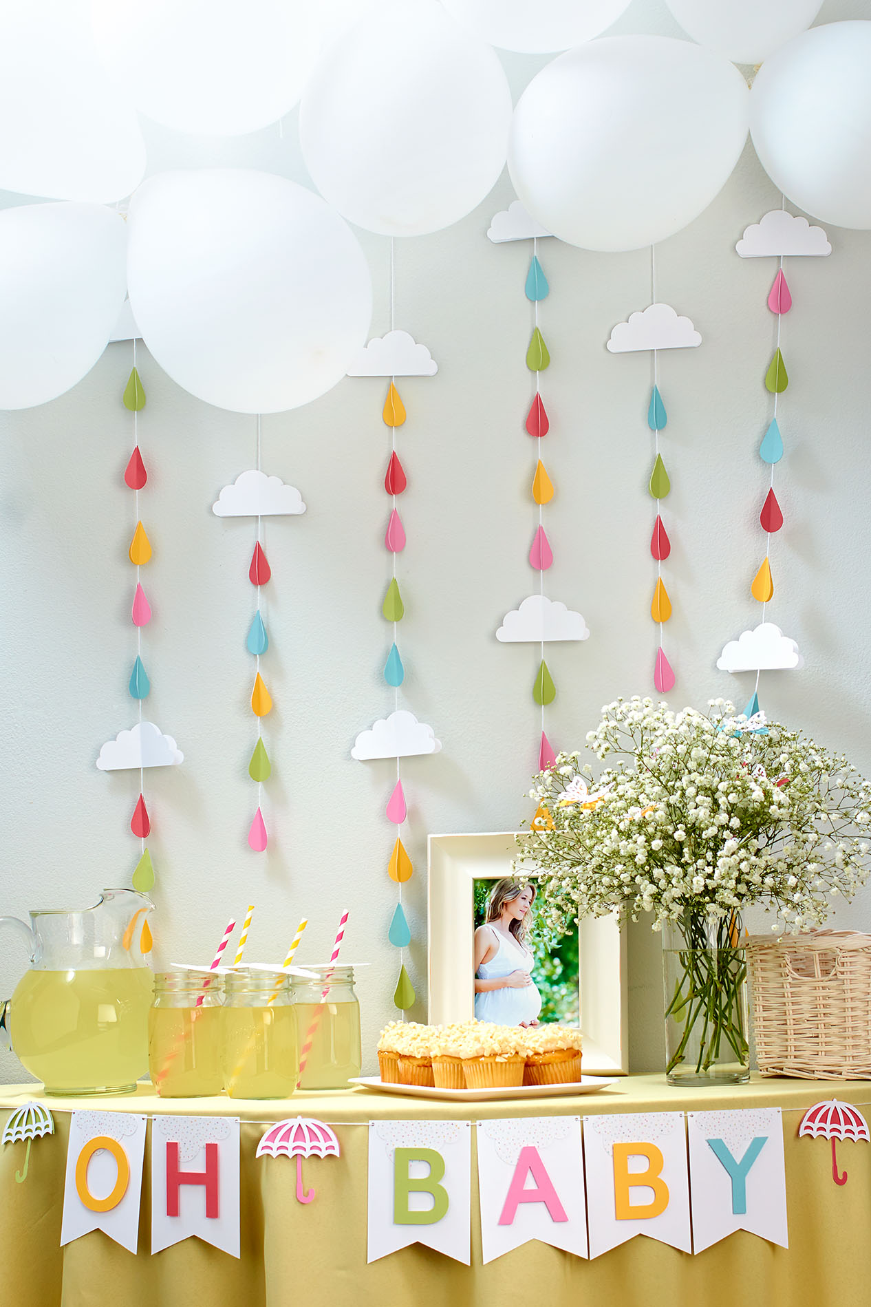 Putting the shower in baby shower make it from your heart for Baby shower at home decorations