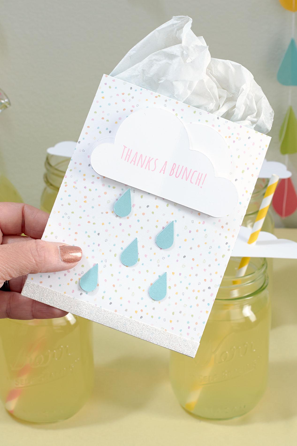 Throw A Shower Themed Baby Shower! #ctmh #closetomyheart #babyshowerideas  #showertheme