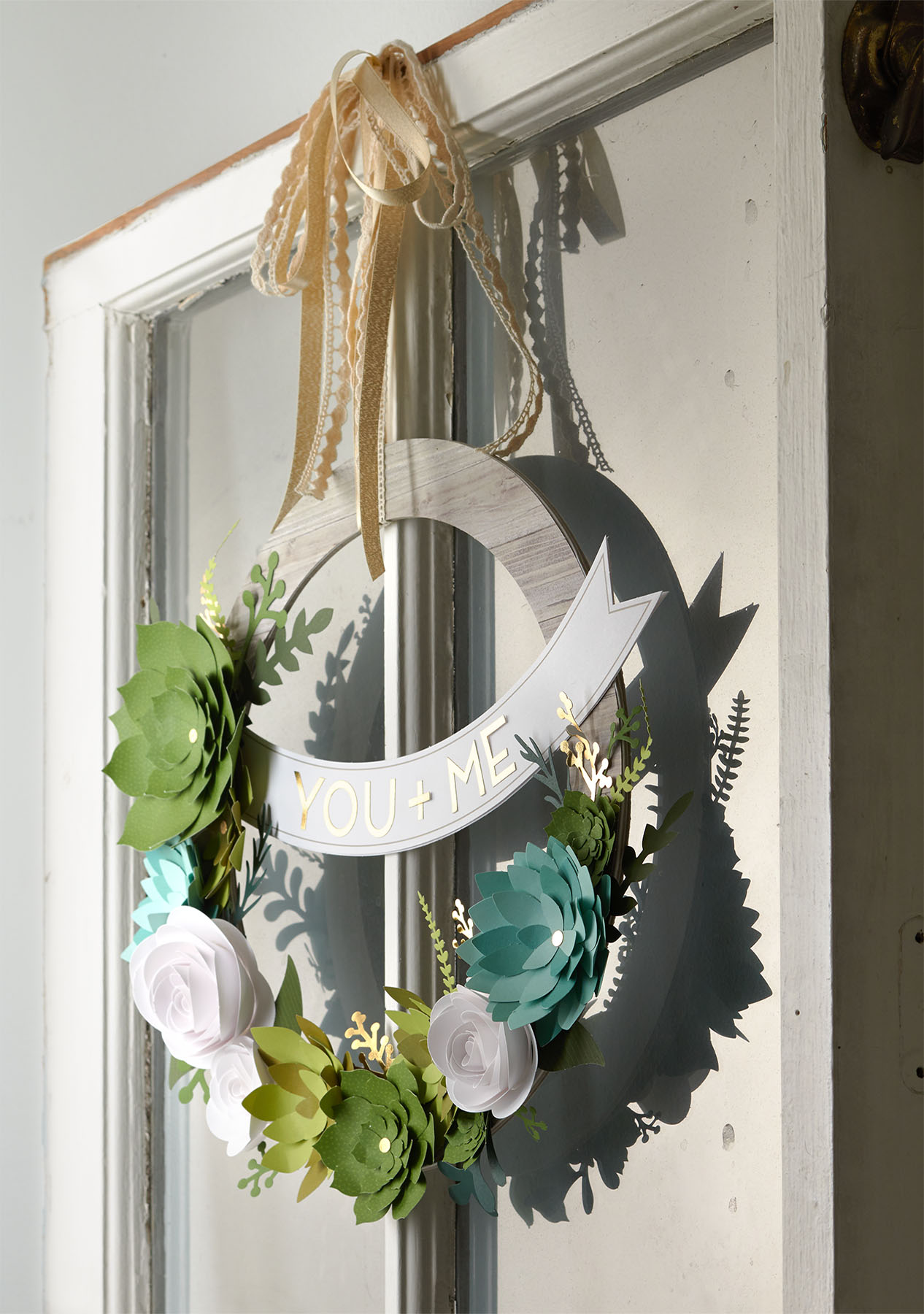 3 Unique Ways To Decorate Your Home With Paper Wreaths