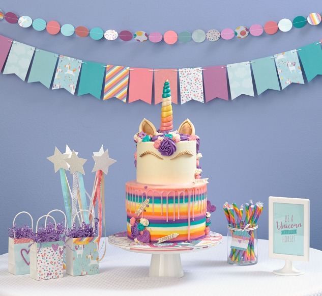 Unicorn birthday party #ctmh #closetomyheart #sunnydayscakes #ctmhlittledreamer #unicorn #birthday #party #little #girl #paper #papercrafting #decorations