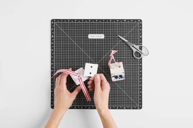 DIY Paper Christmas Ornament #ctmh #closetomyheart #ctmhohwhatfun #ohwhatfun #diy #diypaperornament #paperornament #diychristmasornament #papercrafting #diychristmas #chrismtasornament