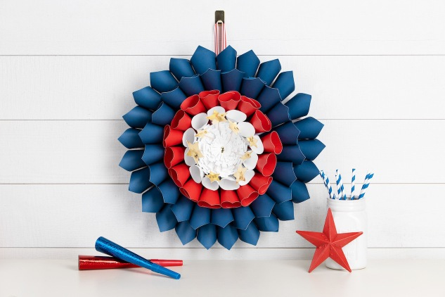 Easy DIY Patriotic Wreath #ctmh #closetomyheart #patrioticwreath #diy #papercrafting #fourthofjuly #americana