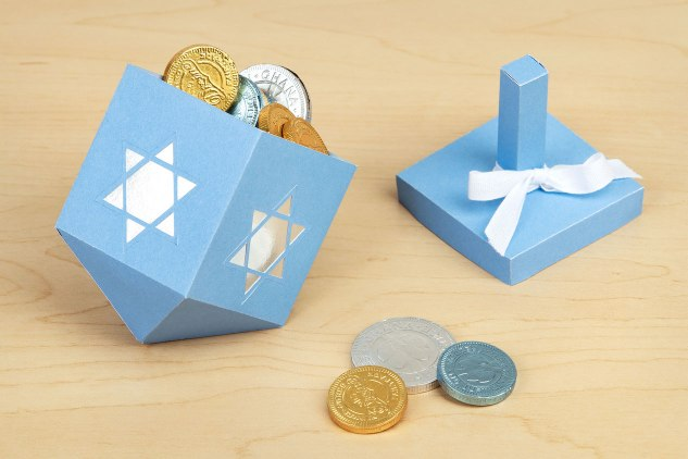 Hanukkah-Dreidels-treat-box-2
